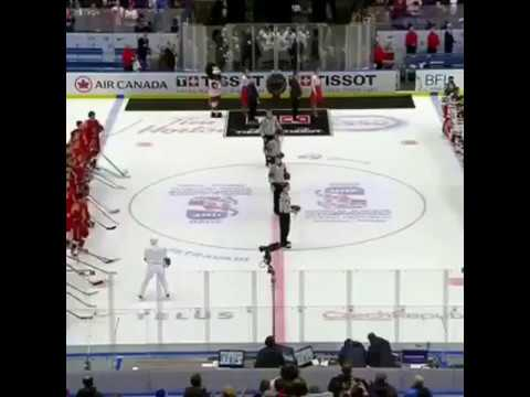 Капитан канадцев не снял шлем во время гимна России