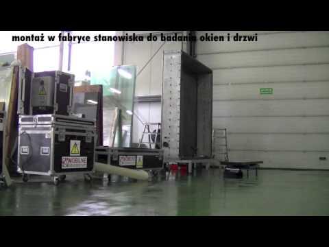 Badania okien idrzwi wfabryce. Montaż komory badawczej