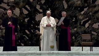 El Papa explica el significado del Gloria y de la oración colecta en la Misa