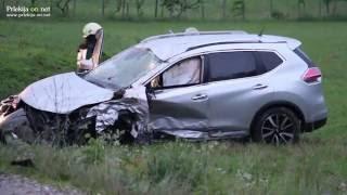 Čelno trčenje dveh osebnih vozil na Veščici