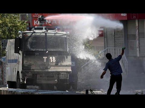 Βίαιες διαδηλώσεις στην Τουρκία