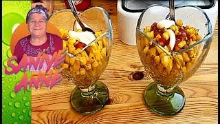 İzmir de çarşıya gidildiğinde bardakta mısır yemeden edemeyiz. Harika bir lezzeti olur. Mısırı zaten sevenler tereyağı ve çeşitli baharatlarla beraber eminim daha çok sevecekler.TARİFİN MALZEMELERİ2 Mısır1 Yemek kaşığı TereyağSuYarım çay kaşığı KarabiberYarım çay kaşığı KimyonYarım çay kaşığı Pul biberKetçap MayonezGüncel yemek tarifi videolarımız dan haberdar olmak için lütfen abone olunuz. Bizi takip ederseniz seviniriz :) Sitemiz       : http://www.saniyeanneyemekleri.comFacebook   : https://www.facebook.com/SaniyeAnneyleYemekSaatiTwitter        : https://twitter.com/Saniye_Anne