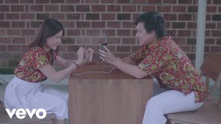 Video Arsy Widianto, Brisia Jodie - Dengan Caraku (Official Music Video) MP3, 3GP, MP4, WEBM, AVI, FLV Maret 2019