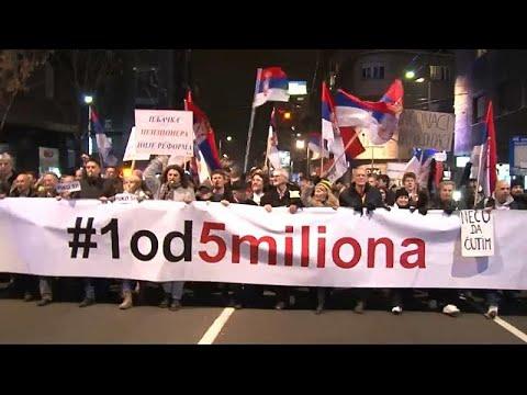 Σερβία: Μαζικές διαδηλώσεις κατά του Προέδρου Βούτσιτς στο Βελιγράδι…