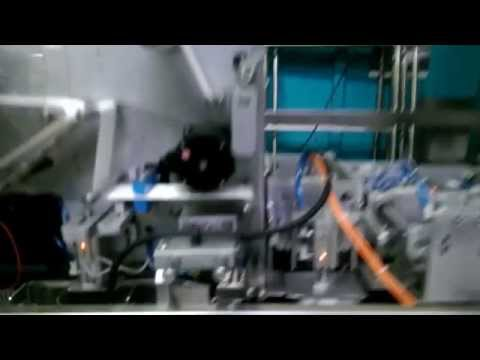 Automat pakujący do opakowań typu