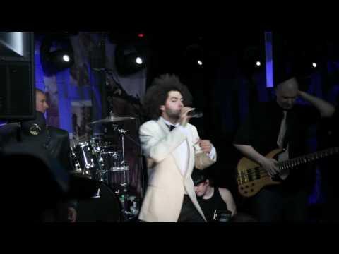 Axl Smith - We live on tekijä: AbrahamGlorious