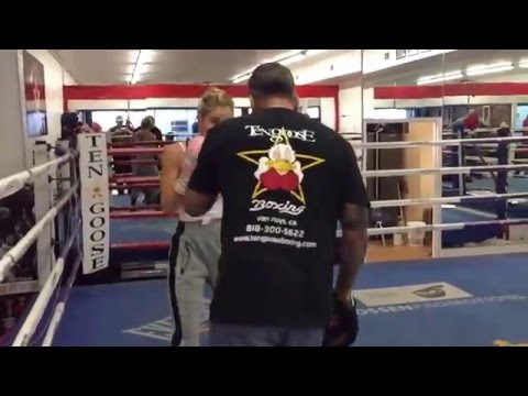 Ricky Funez Trainer To the Stars - esnews boxing (видео)