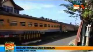 Video Aremania Lempari Batu Warga Kediri MP3, 3GP, MP4, WEBM, AVI, FLV Desember 2018