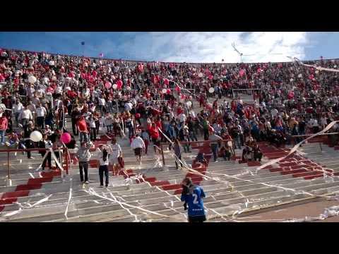 papelazo y globazo de recibimiento del globo contra Banfield!! - La Banda de la Quema - Huracán