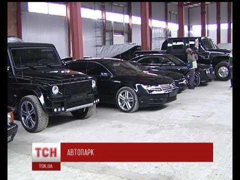 Активісти «Правого сектору» знайшли покинутий склад ексклюзивних авто (видео)