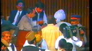 Jsalik casting his vote to Benazir Bhutto in Parliament