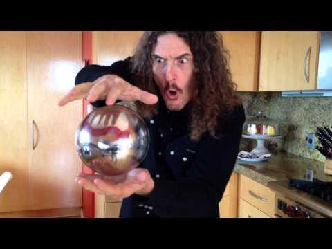 男子讓水晶球漂浮在空中看似很神奇,他用的方法你一定超意想不到!