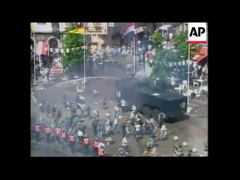 Big fight! English hooligans vs German hooligans vs Police CRS - Euro 2000 : England - Deutschland