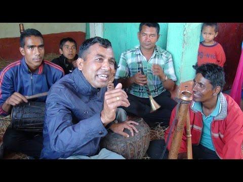 Video गीतको चुट्का एस्तो हुनु पर्छ, जोशिलो गीत र नाच दाजुको      Fantastic song by men at gulmi Badagau download in MP3, 3GP, MP4, WEBM, AVI, FLV January 2017