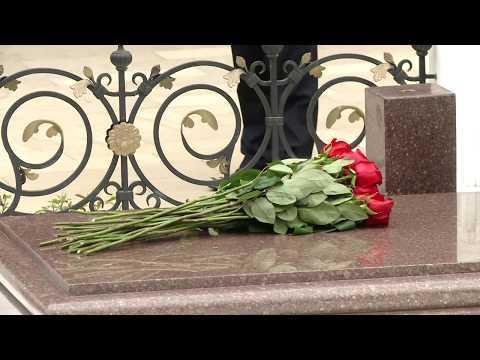 Igor Dodon, Președintele Republicii Moldova a depus flori la mormîntul ilustrului demnitar sovietic şi azer, Geydar Aliyev
