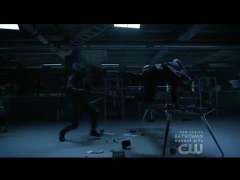 Arrow 8x01 Green Arrow vs. The Hood