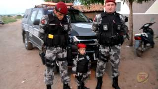Criança da Comunidade Cigana em Sousa homenageia o BOPE no dia do seu aniversário