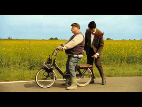 Mr Bean's holiday-Mr Bean and man with motorbike видео