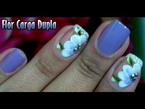Unhas decoradas com carga dupla Flor Manual Bela e Simples