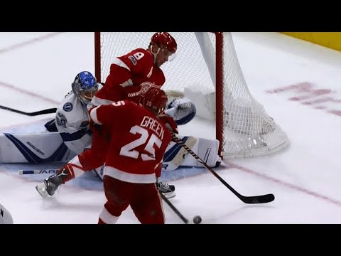 Video: Red Wings' Green follows up rebound, scores first of season