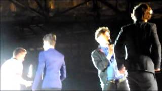 Accidente de Harry Styles (golpe con zapatilla) One Direction TMH Tour