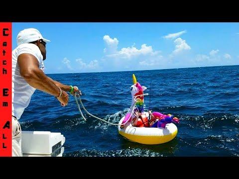 SHARK PULLS Guy 2 MILES in OCEAN on UNICORN POOL FLOATY! - Thời lượng: 17 phút.