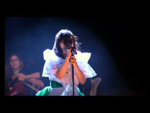 bjork  - all is full of love (live in Coachella)