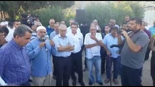 جمع من أهالي مدينة الرملة يشاركون في تظاهرة ضد عنف الشرطة