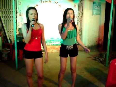 2 em pê đê hát nhảy cực sung - Anh khác hay em khác