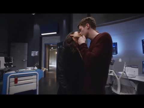 Lusifer and Flash :kisses Chloe and Lusifer,kisses Barry and Ayris