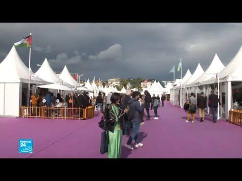 العرب اليوم - شاهد:الفلسطينيون ينكسون علم بلادهم في القرية الدولية في مهرجان كان