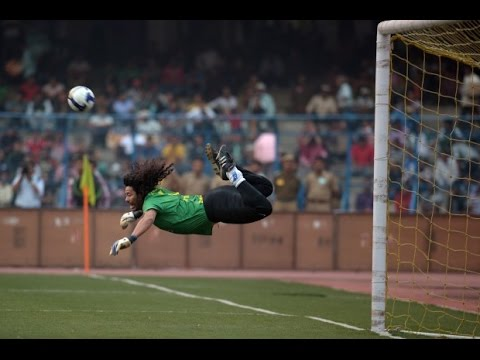 Il portiere che para, dribbla tutti e fa goal! Il mito di René Higuita . Non Ho Sonno