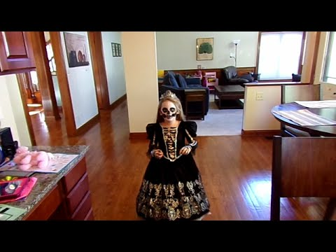 Chasing Fireflies Skeleton Princess Costume-Chloe's Toy Time (видео)