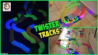 ★★★★ ICH BIN DIE INFOBOX ★★★★Heute stellen wir euch die Twister Tracks Autorennbahn vor.Wir haben uns auf Grund der 2 Autos und des Loopings für die Rennbahn von QVC entschieden: http://www.qvc.de/TWISTER-TRACKS-Autorennbahn-mit-Looping-2-leuchtende-Autos-ab-3-Jahren.product.463705.htmlHier gibt es die Magic Tracks Bahn: http://amzn.to/2udTGwx **❤️ Wenn euch unsere Videos gefallen, freuen wir uns über einen Daumen nach oben 👍 und ein Abo von euch (kostenlos): https://www.youtube.com/user/Spielzeugtester1 und nicht vergessen das Glöckchen anzuklicken, damit ihr keins unserer Videos verpasst. Hier findet ihr uns:💙 FACEBOOK: https://www.facebook.com/Spielzeugtester/📸 INSTAGRAM: https://www.instagram.com/die.spielzeugtester/👻 SNAPCHAT: MissKuschi😃 MISSKUSCHI: https://www.youtube.com/c/MissKuschi (Mamas Kanal)♥ ♥ ♥ ♥ ♥ ♥ ♥ ♥ ♥ ♥ ♥ ♥ ♥ ♥ ♥ ♥ ♥ ♥ ♥ ♥ ♥ ♥ ♥ ♥ ♥ ♥ ♥ ♥ ♥ ♥ ❤️ Unser Postfach für Briefe:Die SpielzeugtesterPostfach 220125438 TorneschWer eine Autogrammkarte haben möchte, nimmt bitte einen Briefumschlag, schreibt vorne leserlich seine Adresse drauf, klebt eine Briefmarke auf (Briefporto) und steckt diesen Umschlag gefaltet in einen anderen Umschlag - da bitte auch eine Briefmarke aufkleben und unsere Postfach Adresse angeben. Bei Briefen ins Ausland bitte internationalen Antwortschein beilegen.Ab damit zum Briefkasten und ein wenig Geduld haben. :o)♥ ♥ ♥ ♥ ♥ ♥ ♥ ♥ ♥ ♥ ♥ ♥ ♥ ♥ ♥ ♥ ♥ ♥ ♥ ♥ ♥ ♥ ♥ ♥ ♥ ♥ ♥ ♥ ♥ ♥ 🌟 Unsere YT-Ausstattung:Kamera 1: http://amzn.to/2kpCtb5 **Kamera 2: http://amzn.to/2kpiARG **Vlogging-Kamera: http://amzn.to/2kyc3Dx **GoPro Hero5: http://amzn.to/2qgaca7 **Activeon Actioncam: http://amzn.to/2puhNne **Leuchten: http://amzn.to/2kyfOZx **Schneideprogramm: http://amzn.to/2kpmHNn **❤️ Häufige Fragen:Wie alt ist Hannah? - 5Wann hat sie Geburtstag? - 08.08.2011Kommt Hannah 2017 in die Schule? - JaWie heißt die Mama? - SandraWie viele Tiere habt ihr? - 1 Hund, 2 Katzen, 4 VögelWas sind Flummy und Sabi für eine Rasse? - PerserHat Hannah nicht ein Hoch