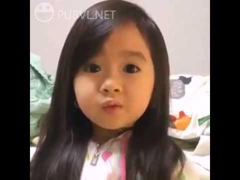 Bé gái dễ thương có dọng nói cực kỳ đáng yêu