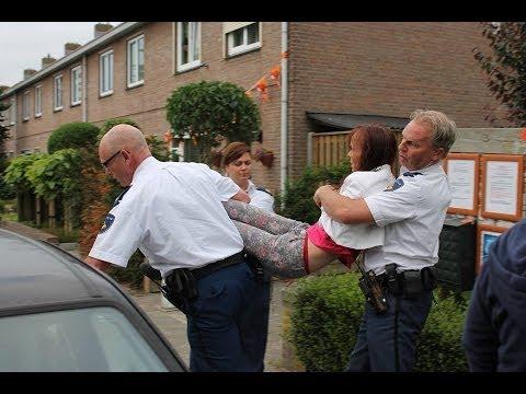 politie - http://vitalifeiten.nl/politie-uden-pleegt-misdaden-bij-ontruiming-bea-magda-wel-versie-2 hier zijn de ruwe ongeknipte beelden die michel/angelo ( en een beh...