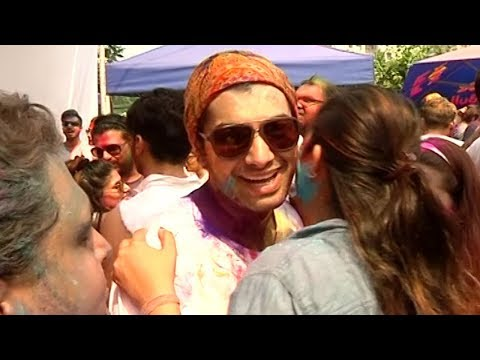 Kasam Actor Sharad Malhotra Plays HOLI with other