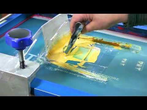 Видео: шелкография на изделиях