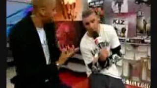 Fler zerreißt Bushidos Poster in einer Live TRL Sendung und bekommt danach Stress von Bushido!