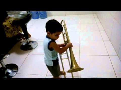 Lázaro Genildo toca trombone em Sumé