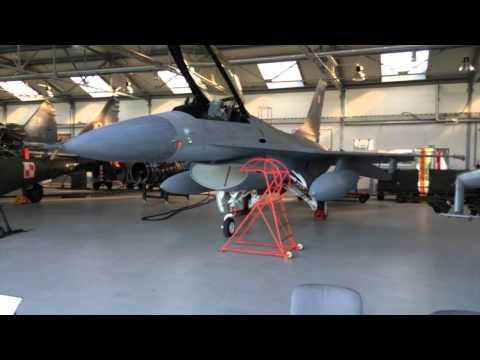 Kabaret Pod Wyrwigroszem - Dlaczego F-16 pozostał w Dęblinie