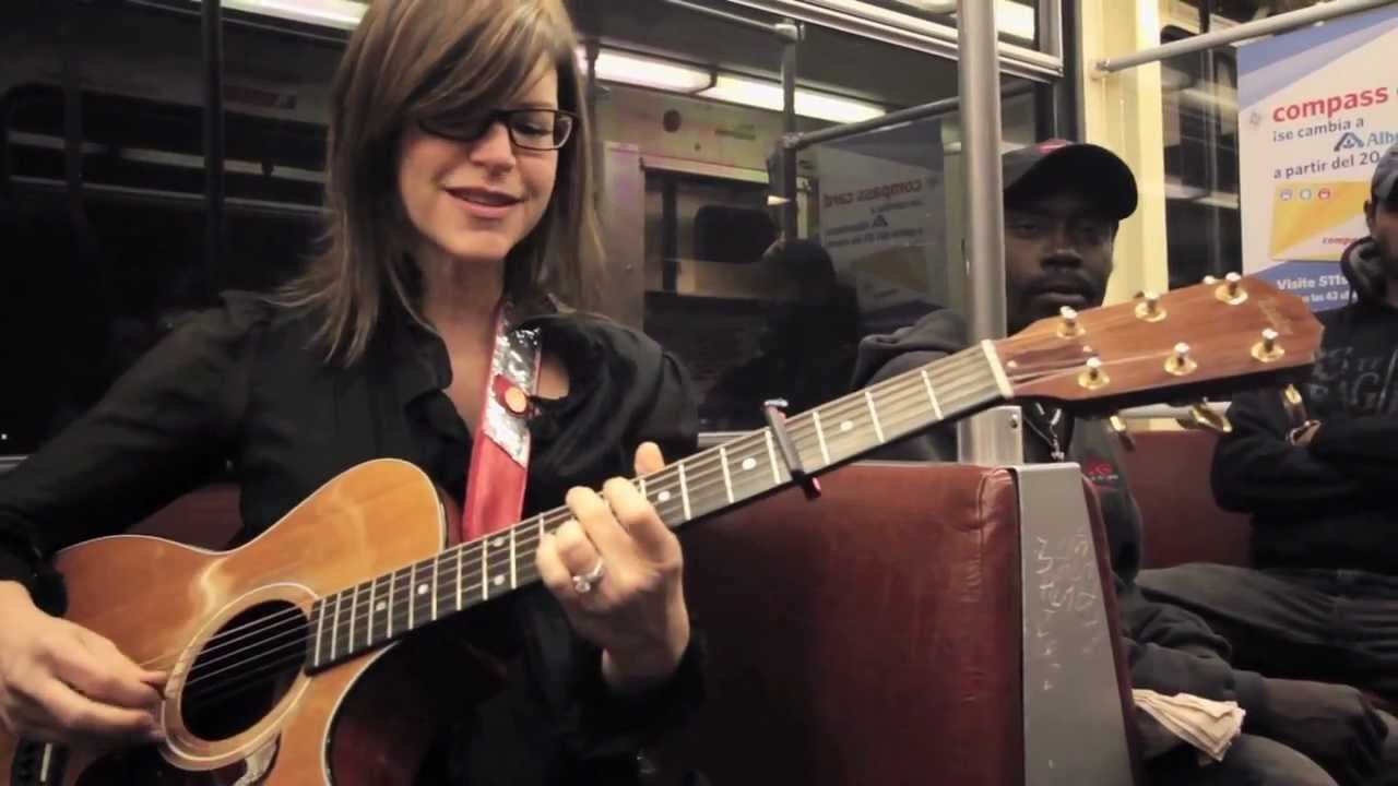 "Lisa Loeb ""Stay (I Missed You)"" - A Trolley Show (live performance)"