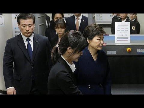 Συνελήφθη η αποπεμφθείσα πρόεδρος της Νότιας Κορέας