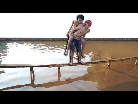 NTN - Bịt Mắt Chạy Trên Cầu Tre 10 CM ( Blindfold run on wood panels ) (видео)