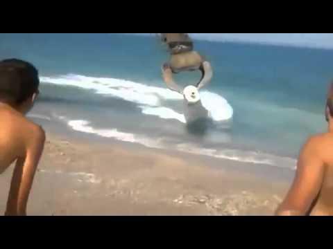 Japanese beach excavator! Японцы, пляж, экскаватор! (видео)