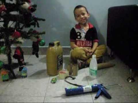 LANZADORA - Niño construye su lanzadora de babosas, inspirado en la serie de Bajoterra.