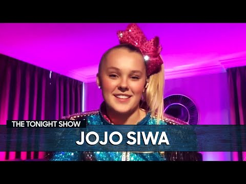 """JoJo Siwa's Girlfriend Encouraged Her to Post the """"Best Gay Cousin"""" T-Shirt Photo"""
