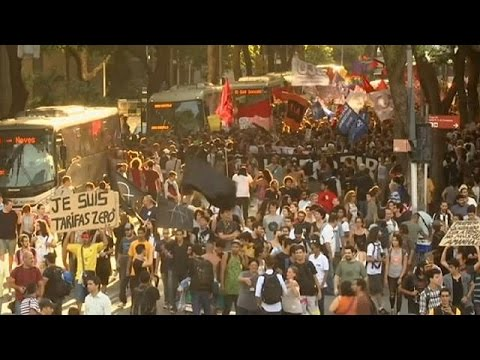 Βραζιλία: Βίαιη τροπή πήραν οι διαδηλώσεις για την αύξηση των τιμών στα εισιτήρια για τα μέσα…