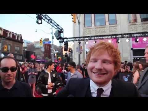 Ed Sheeran: 15-seconds on the 2015 MMVA red carpet