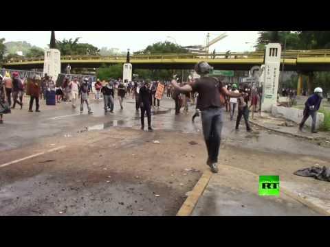 العرب اليوم - شاهد: استمرار الاحتجاجات والشتباكات في فنزويلا